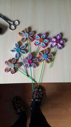 Flores goma eva para eventos de cumpleaños