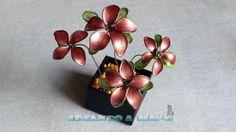 Flores de alambre y esmalte