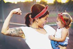 mamá e hija vestidas