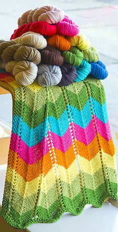 Zig Zag Knitted Baby Blanket, free pattern by knitculture.com