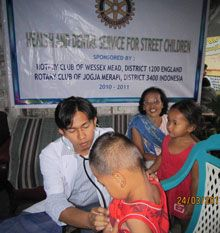Rotary brings mobile health clinic to homeless children in Indonesia.