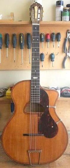Gypsy Jazz Guitar, Cool Guitar, Resonator Guitar, Guitar Collection, Guitar Design, Classical Guitar, Acoustic Guitars, Mandolin, Vintage Guitars