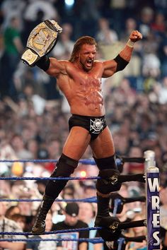 Triple H retains the WWE Championship belt after defeating Randy Orton at 'WrestleMania at the Reliant Stadium on April 5 2009 in Houston Texas Wrestling Rules, Wrestling Stars, Wrestling Wwe, Soccer Stars, Triple H, Wwe Superstars, Wwe Lucha, Wwe Championship Belts, Lucha Libre