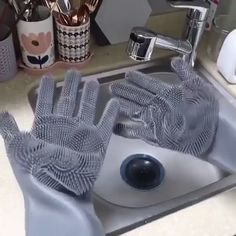 New Silicon Gloves with Cleaning Brush for Kitchen Wash and Housekeeping EFFICIENT CLEANING: your hands no longer need to be occupied with a sponge. Just simply put the gloves on, rinse with wa. Cool Kitchen Gadgets, Cool Kitchens, Awesome Gadgets, Kitchen Hacks, House Cleaning Tips, Cleaning Hacks, Deep Cleaning, Brush Cleaning, Best Cleaning Products