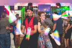 Malabaristas de luz para abertura de tanda em festa corporativa no Rio de Janeiro Humor e Circo Produtora. Contate-nos humorecirco@gmail.com (11) 97319 0871 (21) 99709 6864 (73) 99161 9861 whatsapp. Circus Party, Rave, Humor, Led, Style, Giant Bubbles, Rio De Janeiro, Openness, Fiestas