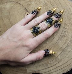 😈 Gothic claw bundles from Arma Medusa 😈 Armor Ring, Fantasy Jewelry, Blue Fashion, Claws, Finger, Halloween Costumes, Handmade Items, Hair Accessories, Sparkle