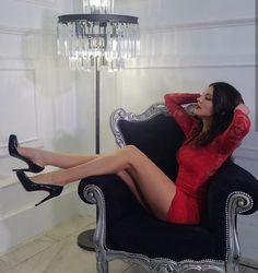 Beautiful Legs, Beautiful Women, Hot Dress, Classy Women, Perfect Body, Sexy Legs, Sexy Outfits, Short Skirts, Womens Fashion