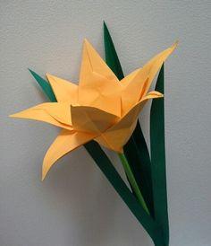Origami lily folded by me. DESIGN BY AYAKO KAWATE http://www.daiyoshiko.com/work/work1406.html