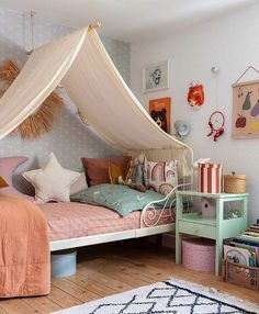 "Wunderblumen🌼🌹🌸🌻: ""Werbung/AD (Markenv) She wanted a cave for her bed so much, so I built one for her. Not so easy with low ceilings where nothing really…"" Girls Bedroom, Lego Bedroom, Minecraft Bedroom, Bedroom Furniture, Childs Bedroom, Kid Bedrooms, Minecraft Houses, Kids Room Design, Little Girl Rooms"