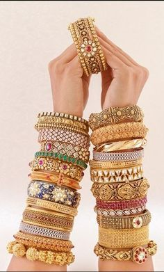 Bridal Jewelry Indian Bangles New Ideas Indian Jewelry Earrings, Fancy Jewellery, Indian Wedding Jewelry, Hand Jewelry, Jewelry Sets, Gold Bangles Design, Gold Jewellery Design, Designer Bangles, Bridal Bangles
