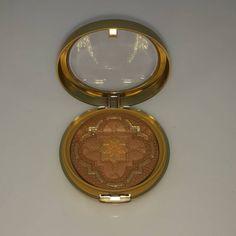 Physicians Formula Argan Wear Ultra Nourishing Bronzer 11 gr - Bronzlaştırıcı Pudra  Lüks, egzotik formülü ve besleyici içerikleri ile cilde aydınlık ve sağlıklı bir bronzluk için pudradır. Hafif bronz bir ten için kullanılır. Cildi elastikiyetini arttırmak ve parlaklık katmak için uygulanır.   85.00 TL olan ürünümüz şimdi % 20 İNDİRİMLE 68.00 TL !