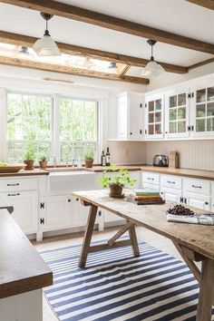 Country kitchen cabinets determine design in creating the distinctive character of each kitchen. Everyone loves the warmth of a country kitchen.