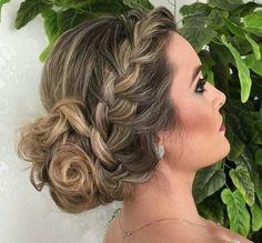 penteado de festa madrinha ou formanda = coque com trança