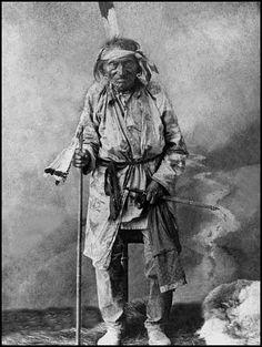 Big Hand, a (Sioux Arikara) medicine man. No date or additional information.