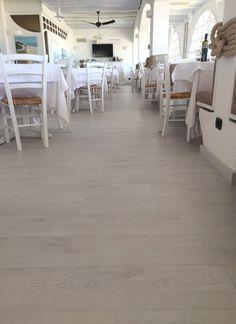 Ristorante Lampara (RN) - K-uno rovere Alaska #skema #italiandesign #pavimento #design #k-uno #flooring Alaska, Restaurants, Table Decorations, Furniture, Design, Home Decor, Parquetry, Decoration Home, Room Decor