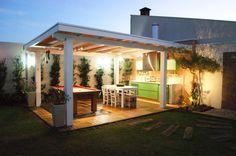 Com churrasqueira e sinuca, área de lazer é um charme no quintal (De Patricia Smaniotto)