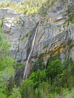 Salto del Carpín. Por la ladera discurre el sendero de la Escala que comunica el Puente de Santa Elena con el de los Navarros