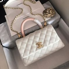 There are lots of luxury and well designed Chanel bags in the stores this season. I mean, who doesn't like a Chanel bag? Popular Handbags, Cute Handbags, Chanel Handbags, Fashion Handbags, Purses And Handbags, Fashion Bags, Cheap Handbags, Wholesale Handbags, Celine Handbags