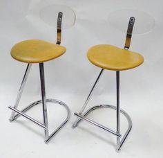 Huit chaises tabouret de bar inox, dossier plastique H: 90 cm. Adjugé 200€ chez MILLON & ASSOCIES le 07/11/14 à Paris