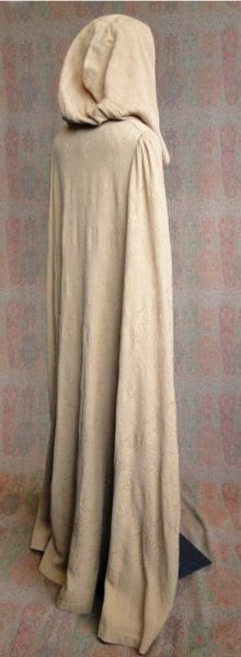The Seeker's Omnibus Galleries - Kahlan's travel cloak (ep 107 - Identity)/kahlan s1ep7 cloak 04