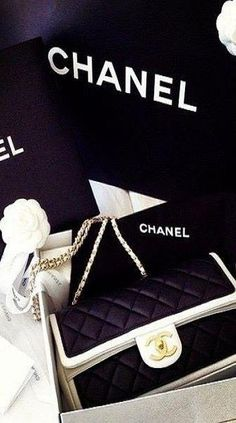 Chanel black and White Handbag. So classy and elegant!