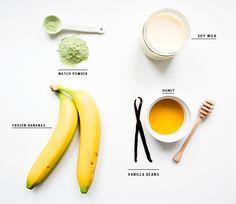 how to make a matcha banana smoothie #healthy #smoothie #matcha