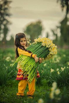 Newest Pics Narcissus field Popular Long-lived daffodils are amongst the simplest to nurture along with most widely used spring season b Precious Children, Beautiful Children, Girl Photography, Children Photography, Cute Kids, Cute Babies, Persian Culture, Thinking Day, Baby Kind