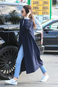 """""""December 19: Kendall out and about in Los Angeles (HQs) """""""