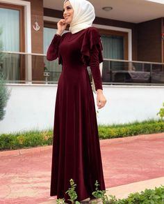Long burgundy red velvet evening dress with muslima hijab fashion look - Long . Long burgundy red velvet evening dress with muslima hijab fashion look – Long burgundy red velv Hijab Dress Party, Hijab Style Dress, Hijab Fashion, Fashion Dresses, Dress Outfits, Hijabi Gowns, Simple Pakistani Dresses, Muslim Women Fashion, Muslim Dress