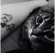 Un couple de chats en noir et blanc