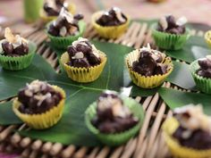Get Chocolate Macadamia Nut Candy Recipe from Food Network/Valerie Bertinelli Valerie's Home Cooking Recipes, Cooking Food, Cooking Pasta, Cooking Games, Chef Recipes, Recipies, Just Desserts, Delicious Desserts, Candy Recipes