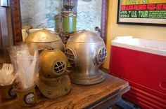 Diving helmets make excellent pizza place decor, who knew?