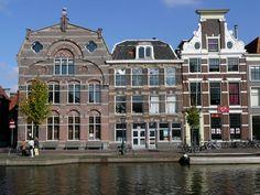 Scheltema-OudeSingel De fabriek van Jacobus Scheltema werd opgericht in 1817 en werd beroemd door de wollen dekens. In 1958 ging de fabriek dicht. Leiden, Rotterdam, Mixed Economy, Kingdom Of The Netherlands, South Holland, The Hague, Places To See, Dutch, Castle