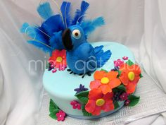 Use blue feathers on Rio cake Rio Cake, Rio Party, Birthday Parties, Birthday Ideas, Theme Parties, Birthday Cakes, Bird Cakes, Character Cakes, Tropical Party