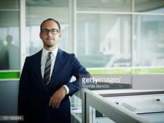 Stock-Foto : Portrait businessman resting arm on workstation
