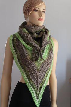 Tonos de verde Crochet Freeform grueso suéter por levintovich