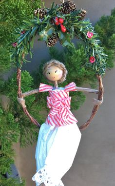 hand-made christmas ornament, made of paper and wire.  see papier et fleur on Facebook