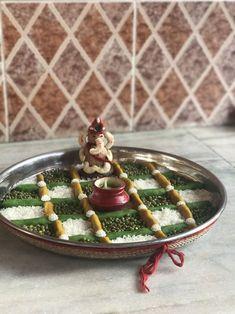 Unique Simple Aarti Thali Decoration Idea - Home Arti Thali Decoration, Ganpati Decoration At Home, Diwali Decorations At Home, Ganapati Decoration, Decoration Design, Festival Decorations, Flower Decorations, Kalash Decoration, Wedding Decorations