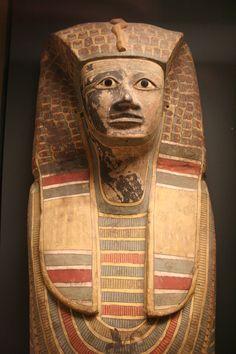 https://flic.kr/p/diVLXw   Coffin cover of King Antef Sekhemrê Herouhermaât   Second Intermediate Period, Seventeenth Dynasty, c.1650-1550 BCE Dra Abu el-Naga (Egypt) (?) Louvre - Egyptian Antiquities