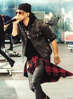 paramorre: [3/100] Favourite Pictures of Alex Gaskarth [Credit]