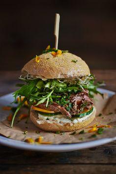 Steak-Burger mit Rindersteak und Gorgonzola   Zeit: 30 Min.   http://eatsmarter.de/rezepte/steak-burger
