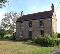 Snooping around: Rural, urban or renovation Cottage Shutters, Cottage Exterior, Cottage Windows, Style At Home, Cottage Farmhouse, English Farmhouse, Irish Cottage, Georgian Homes, English House
