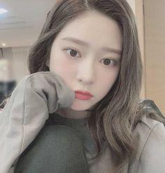 Kpop Girl Groups, Kpop Girls, Cute Korean Girl, K Idol, Kim Min, Ulzzang Girl, Aesthetic Girl, Pretty Face, My Girl