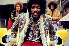 Relaxed lookin Jimi Hendrix - Bowie tried to imitate Ziggy in his dress. Hendrix got there first. Woodstock, Beatles, Jimi Hendricks, Moda Rock, Smart Casual, Ali Mcgraw, El Rock And Roll, Streetwear, New Wave