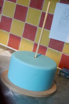 How to Centre Dowel a Cake - by littlecherry @ CakesDecor.com - cake decorating website