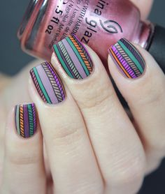 Glitterfingersss in english: Colorful stripes