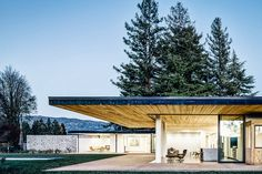 When you're in Napa Valley surrounded by acres of vineyards and mature trees, you want to take full advantage of the surrounding scenery. The Valley Floor House uses a series of oversized eaves to create outdoor spaces for guests to...