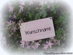 Tür- & Namensschilder - Mini- Schild > WUNSCHNAME < flieder/ weiss - ein Designerstück von Liebesschild bei DaWanda