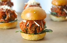 These #vegan Italian Lentil Sliders are more like mini meatball subs!
