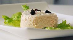 Este pastel frío de espárragos blancos y atún es perfecto como entrante o cena. Puedes acompañarlo de lechuga y mayonesa.